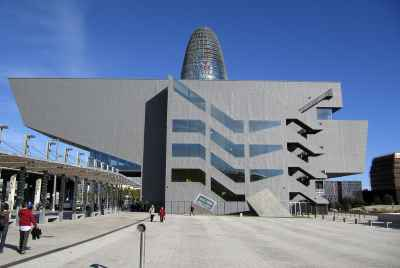 Modern building rented to a educational institution in a business centre of Barcelona